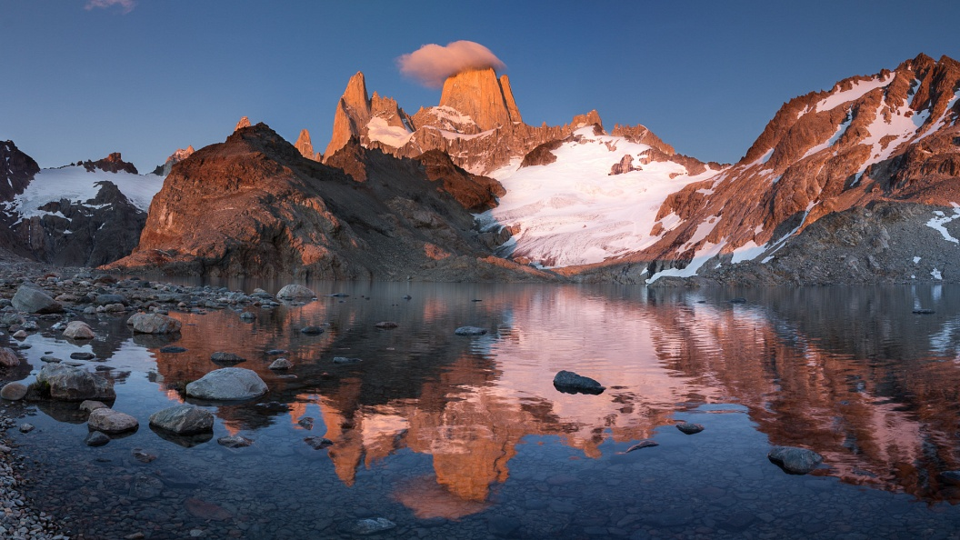 Fitz Roy Sunrise Panorama.jpg